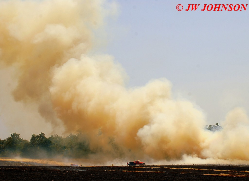 33 Heavy Smoke Cloud Dominates Brush Crews