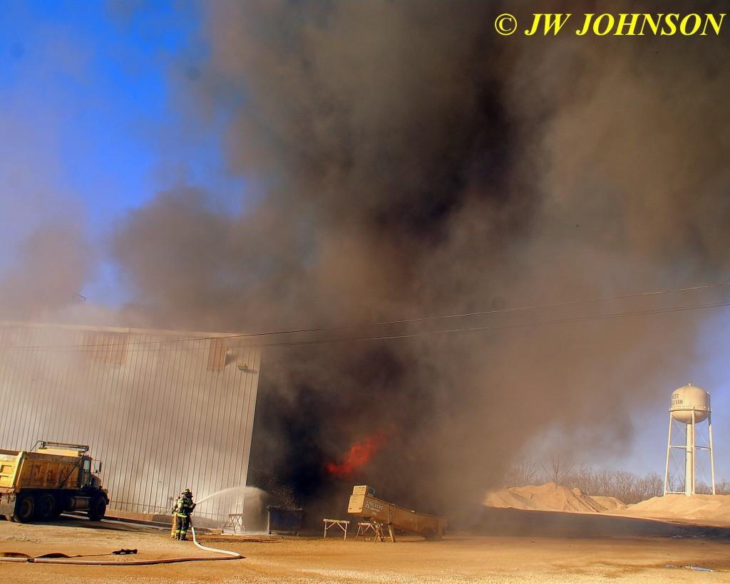 32 Fire Now Sweeps Thru Bldg
