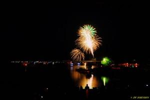 00V Harbor Skies Fireworks Begin