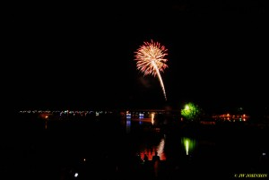 00W Harbor Skies Fireworks Begin