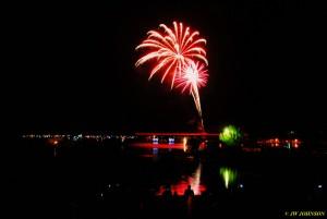 00Y Harbor Skies Fireworks Begin